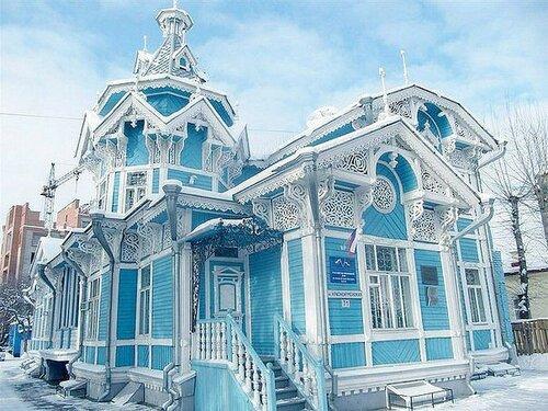 Красивый резной дом - деревянное зодчество.jpg
