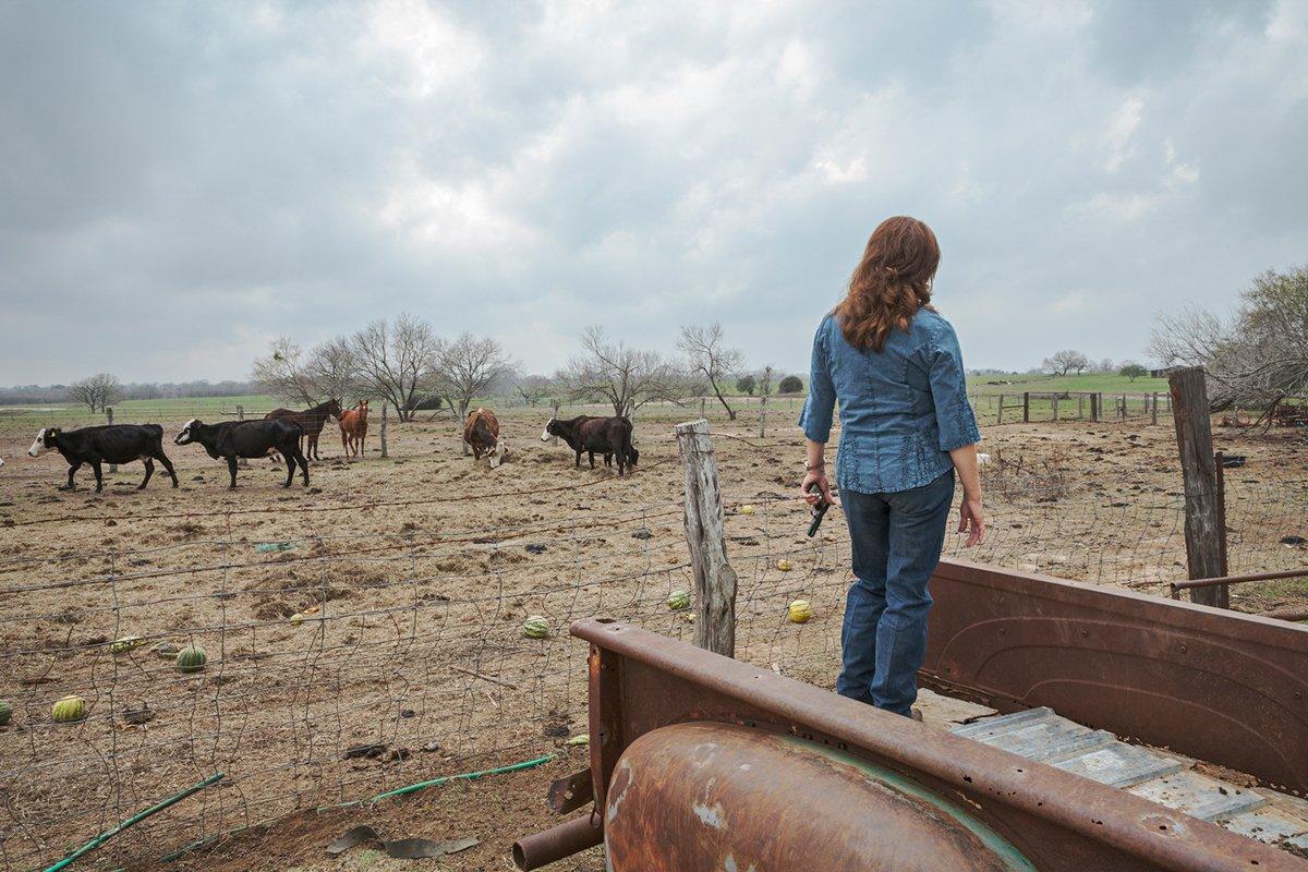 Фотопроект о знойных техасских женщинах и их любимом оружии (16 фото)