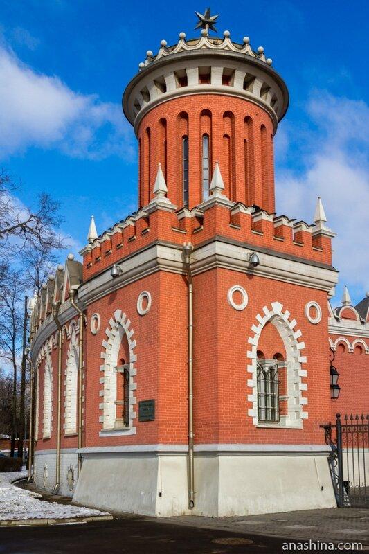 Башня, Петровский путевой дворец