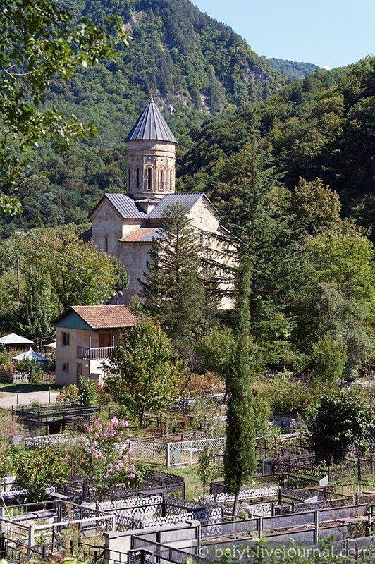 Церковь Баракони и кладбище
