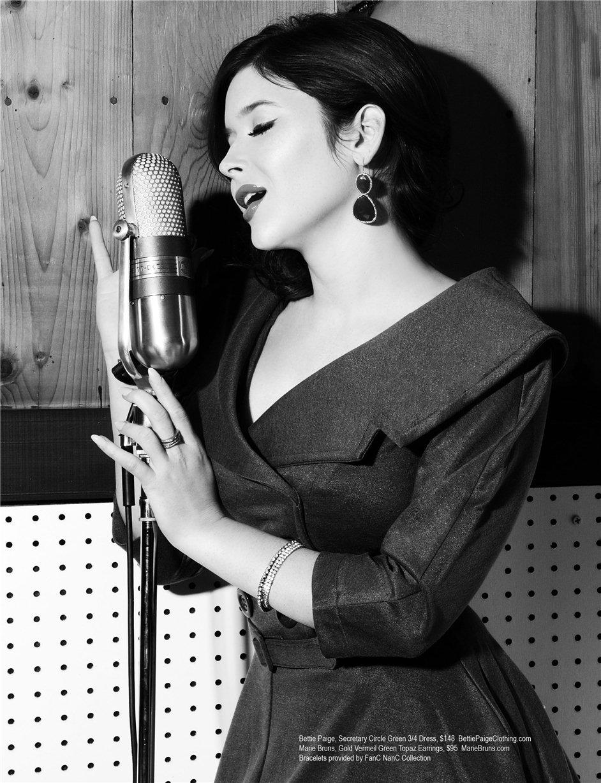 певица и актриса Рене Олстид (Renee Olstead) в ретро-фотосессии для журнала Regard Magazine, декабрь-январь 2012-2013