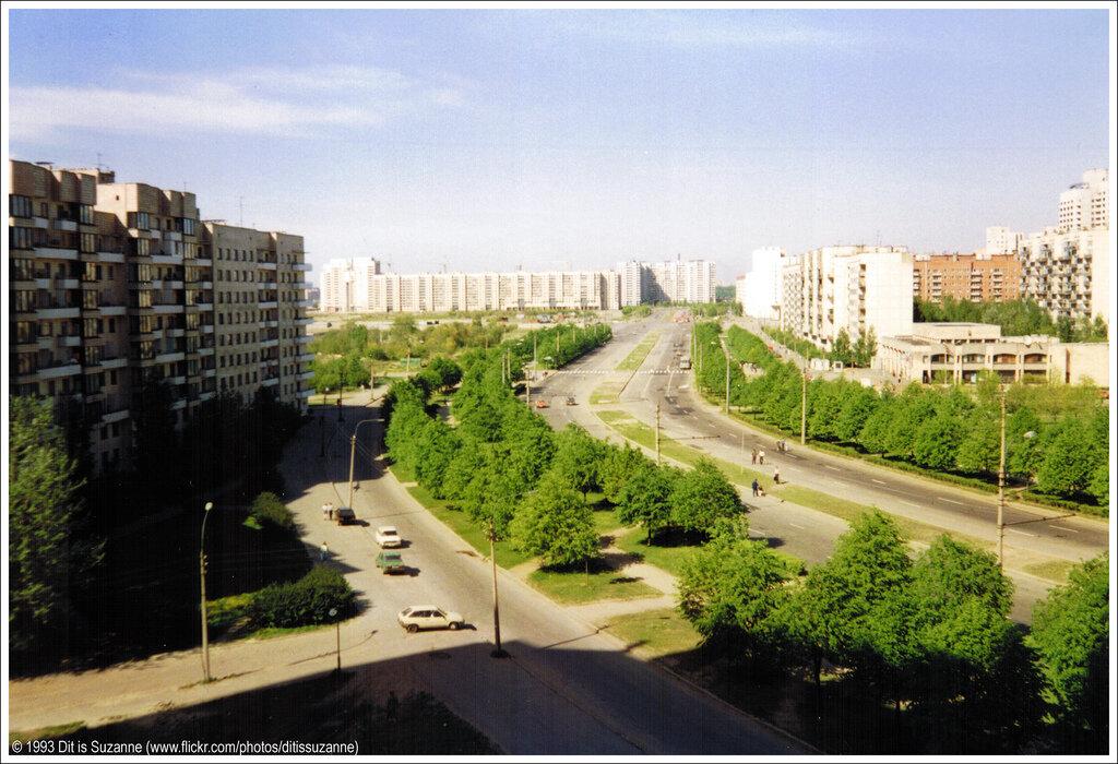 Санкт-Петербург, май 1993 года. Улица Кораблестроителей, снято из общежития Государственного университета Санкт-Петербурга