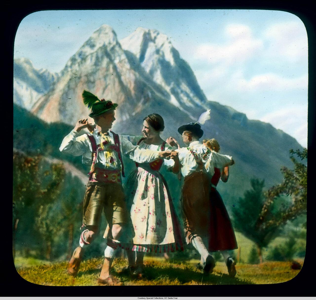 Бавария. Баварцы в Верденфельс исполняют народные танцы