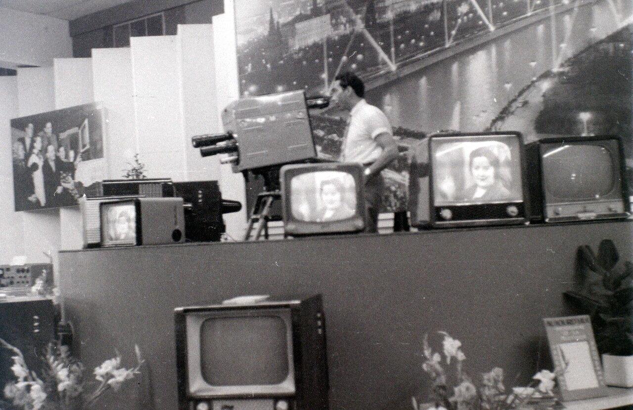 Цветной телевизор в павильоне Советского Союза