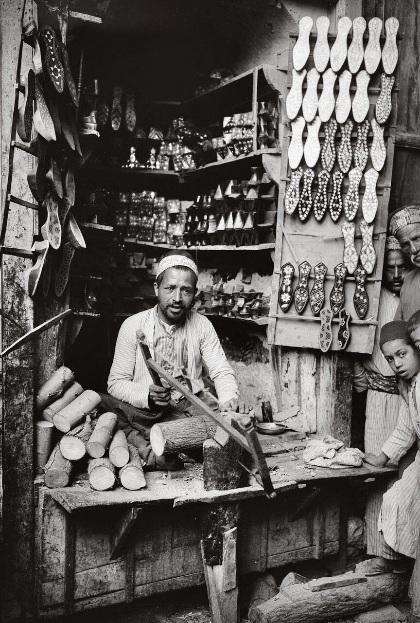 Изготовитель сандалий. Дамаск. 1900-1920 гг.