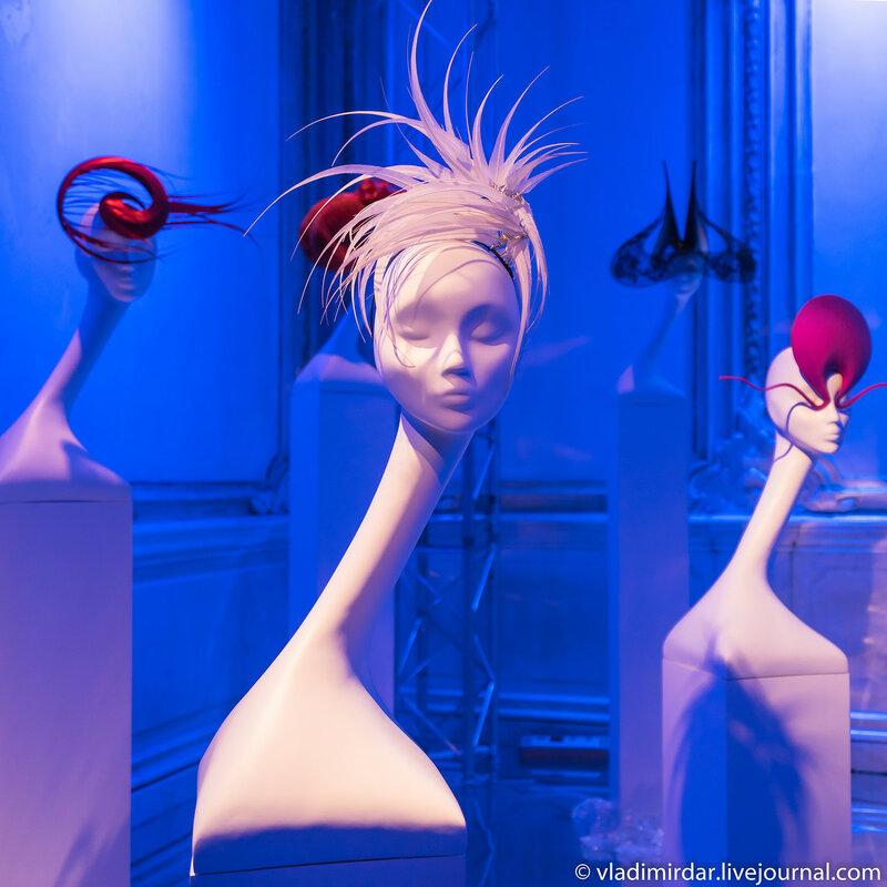 Парик Уорхолла. Неделя Высокой Моды. Париж. 2003. Белое петушиное перо.