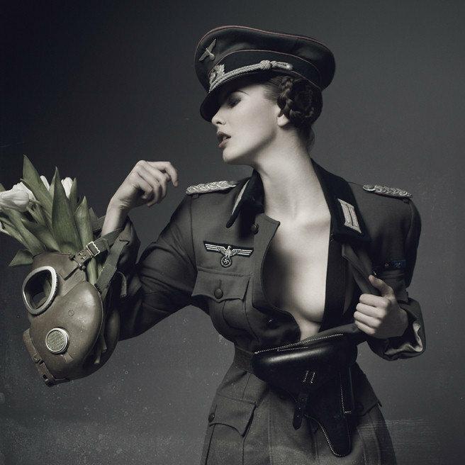 nemetskaya-forma-devushki-kartinki-raznoobrazie-pizdenok-foto-porno-video