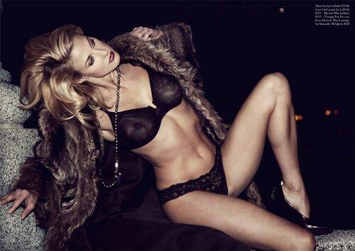 Danielle Day / голая модель Даниэлла Дэй на улицах города / фотограф David Leslie Anthony / секс-выпуск журнала Factice