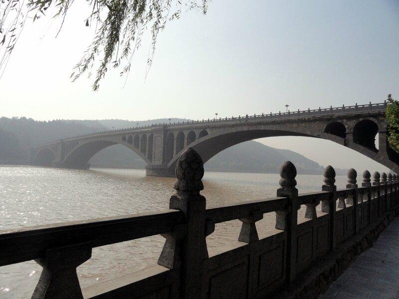Мост через реку И