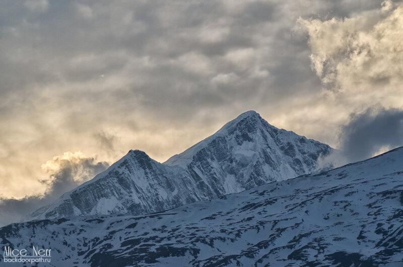 шоу начинается! Снежники на закате, Гималаи, Непал