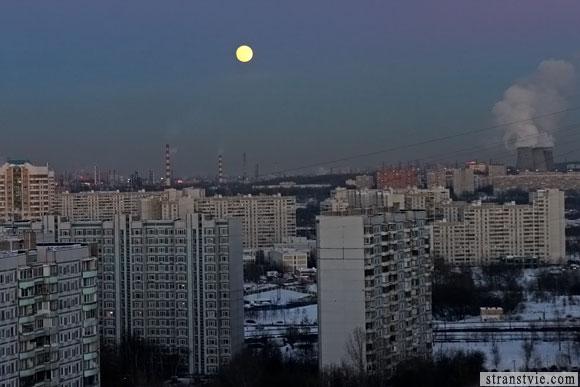 восход луны над москвой