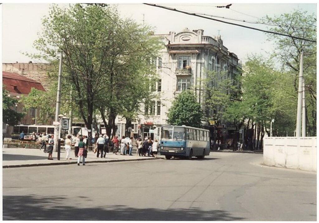 0_77499_5273e031_XXL Архивные снимки: Японский турист запечатлел Одессу 1996-го года