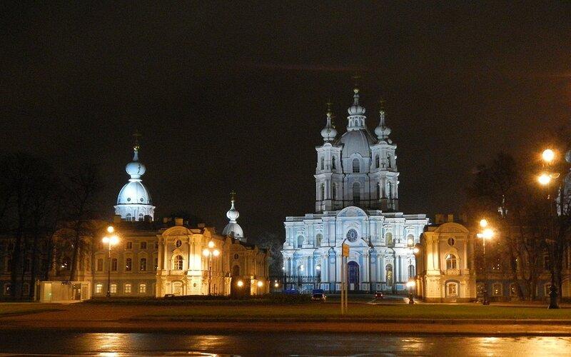 Смольный собор ночью