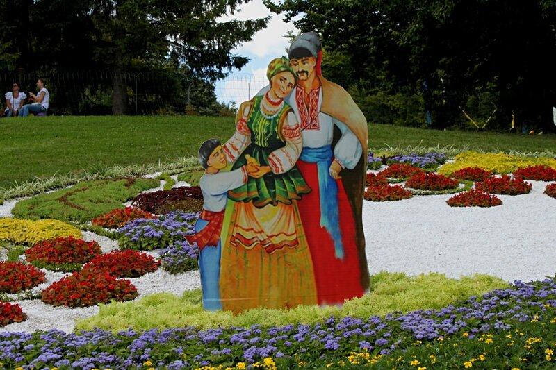 Счастливая украинская семья