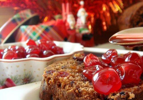 Праздничный шоколадный кекс с вишневым сиропом