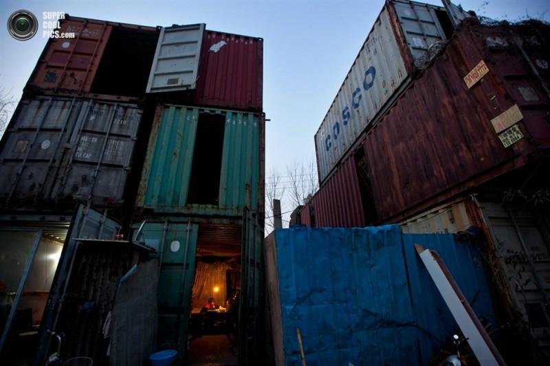 К примеру, на окраине китайского мегаполиса можно встретить целые кварталы из транспортных контейнеров...