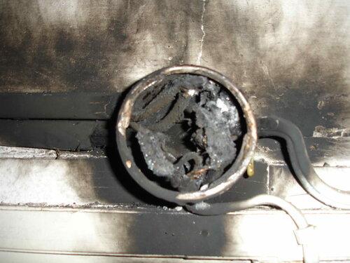 Фото 14. Внутри распределительной коробки не осталось живого места - результат скручивания между собой алюминиевых и медных проводников.