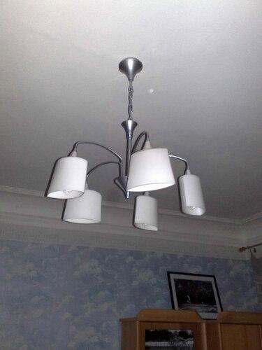 Фото 12. Люстра установлена. Настало время вкручивать лампы.