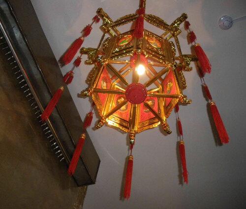 Фото 4. Эксклюзивный дизайнерский светильник в китайском ресторане на проспекте Энгельса. Вид снизу.