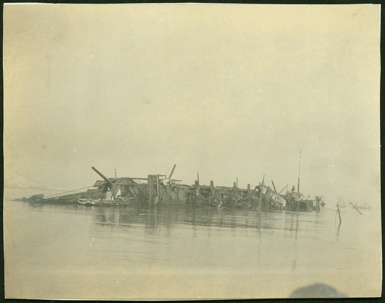 Затопленный крейсер Варяг во время отлива
