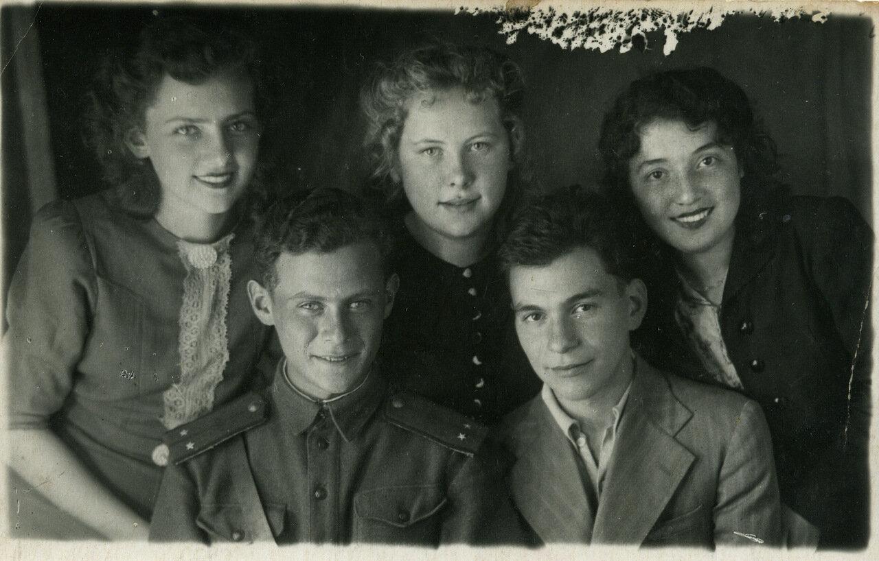 1943. Встреча одноклассников