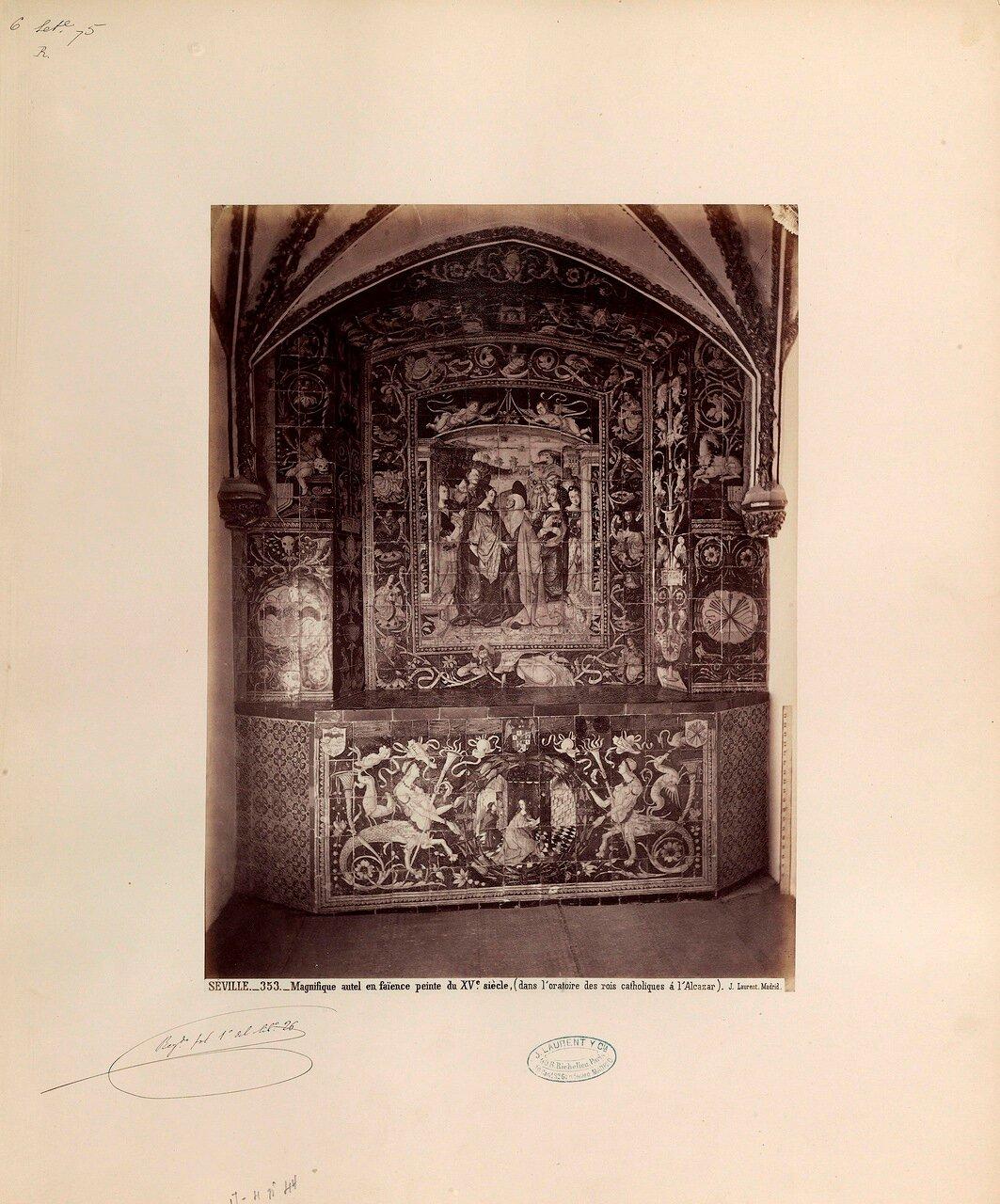 Великолепный алтарь пятнадцатого века в королевской часовне Алькасара. Севилья