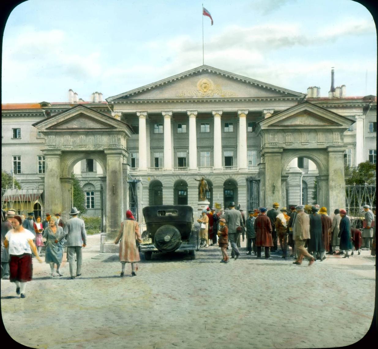 Санкт-Петербург.Штаб-квартира Коммунистической партии, ранее Смольный институт
