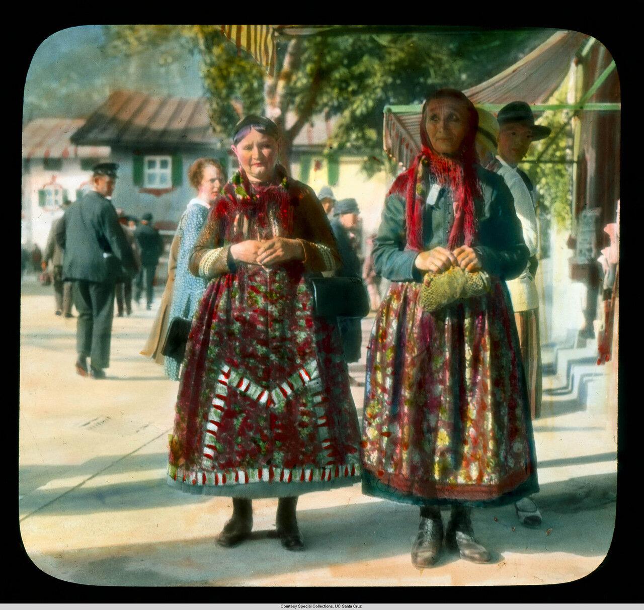 Обераммергау. Женщины в традиционном костюме