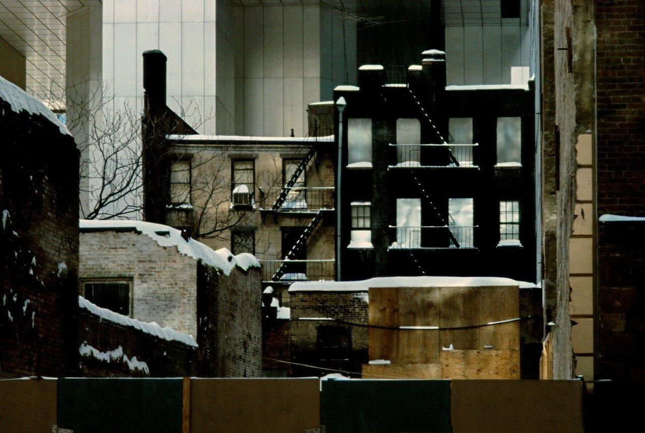 1983. Опечатанные здания