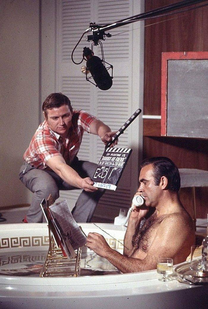 1971. Шон Коннери в ванной на съемках фильма «Бриллианты вечны»