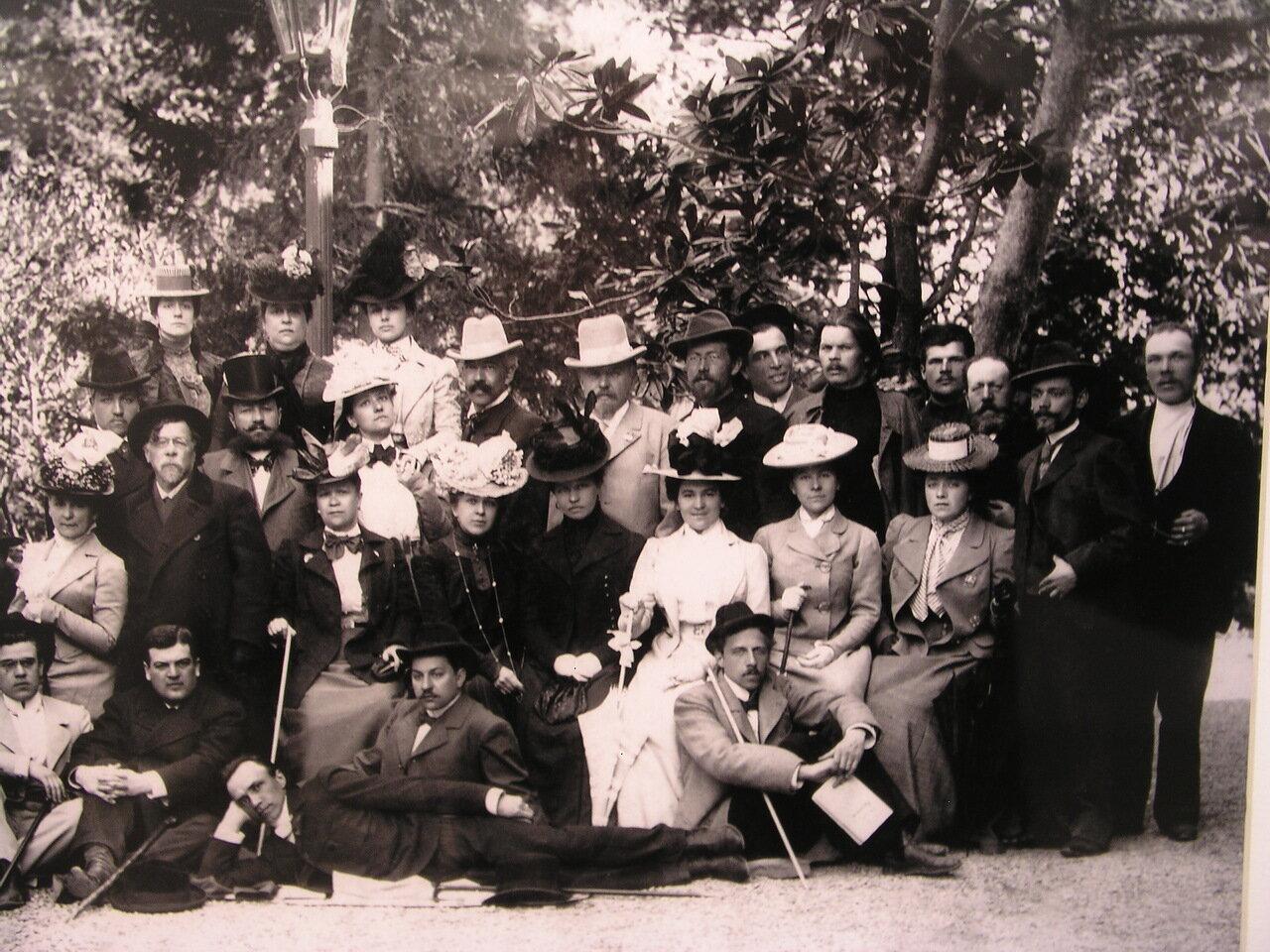 Чехов и Горький с труппой МХТ (присутствуют Станиславский, Мейерхольд и Ольга Книппер)