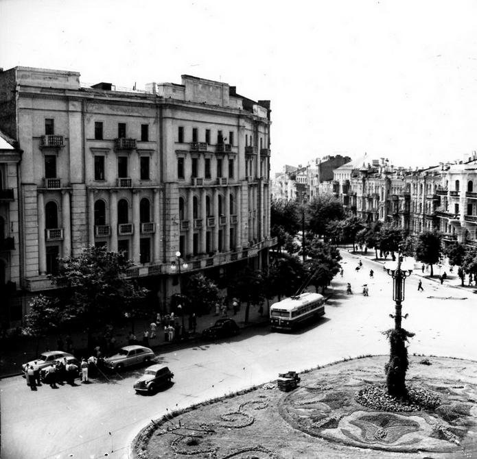 1957.09.02. Панорама площади Толстого и улицы Красноармейской. Фото: Селюченко М.
