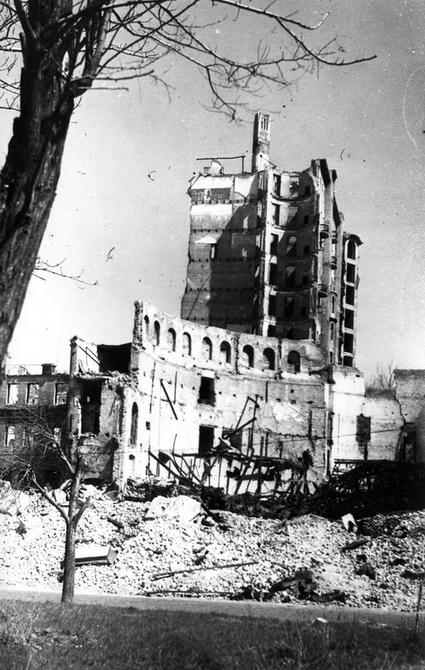 1944. Руины цирка на улице Карла Маркса, 7 (теперь улица Городецкого)