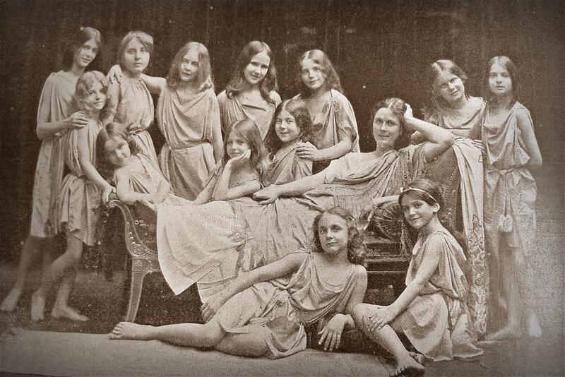 1909 Miss Isadora Duncan and dance school