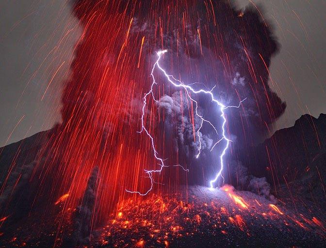 Извержение вулкана Сакурадзима, снятое фотографом Мартином Ритце (Martin Rietze)