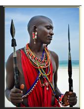 Кения. Момбаса. Maasai sitting by the ocean on the beach. Фото Юлии Шангареевой  - Depositphotos