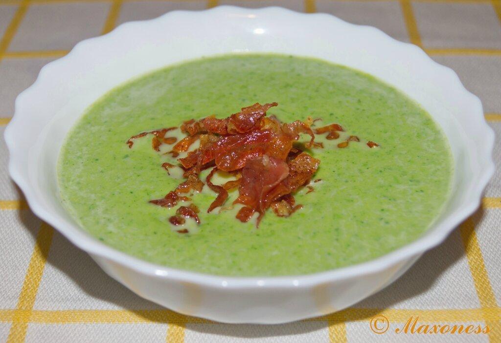 Суп из горошка с мятой и пармской ветчиной