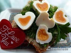 Бутерброд с яйцом-сердечком