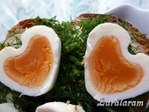 Красивое яйцо-сердечко для завтрака вдвоём