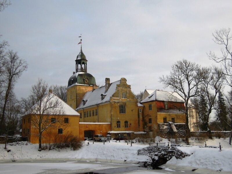 Лиелстраупский замок и церковь