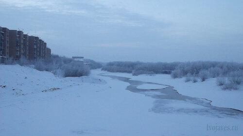 Фотография Инты №2484  Вид на реку по западную сторону моста ТЭЦ 06.01.2013_13:43