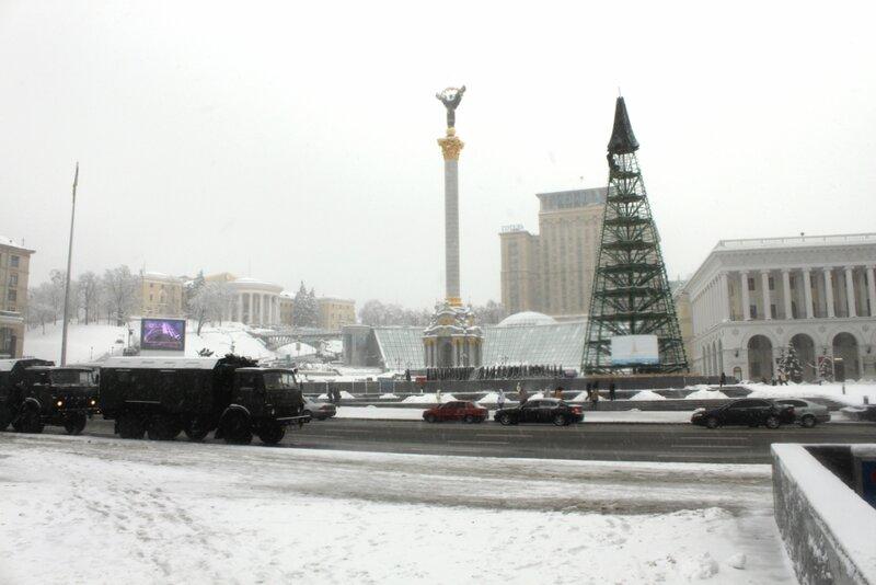 Военные грузовики на Майдане