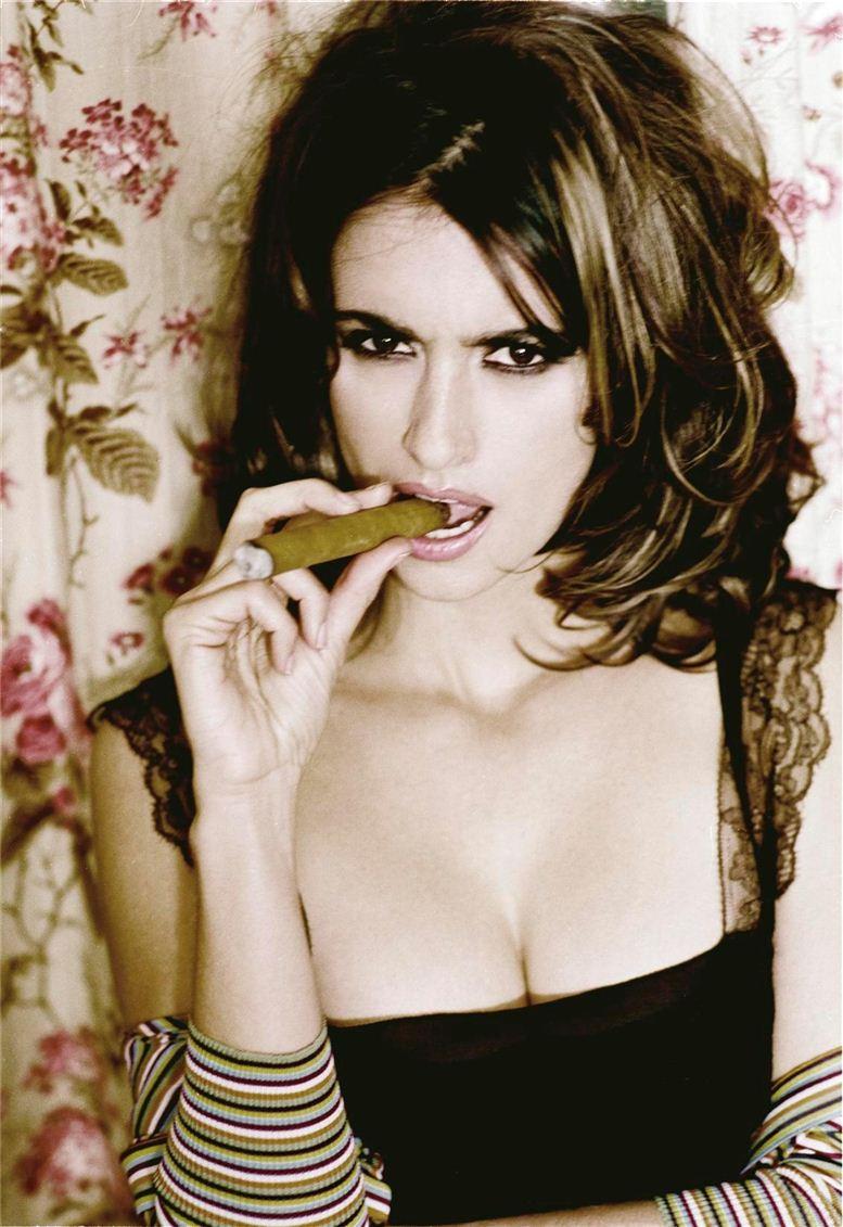smoking Penelope Cruz / Пенелопа Круз с сигаретой