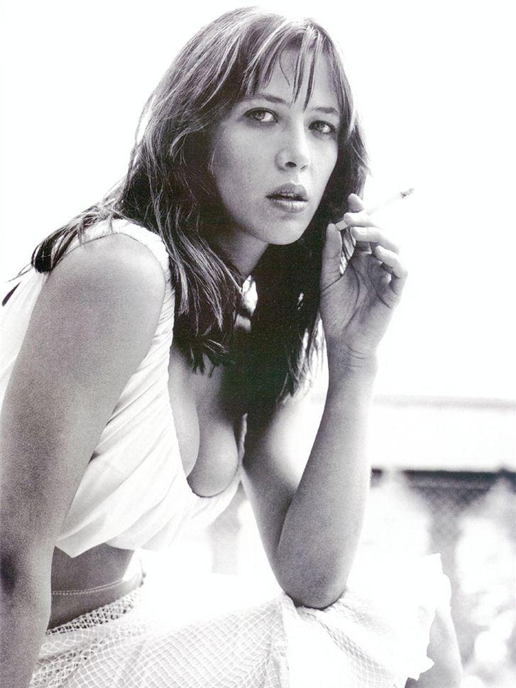 smoking Sophie Marceau / Софи Марсо с сигаретой