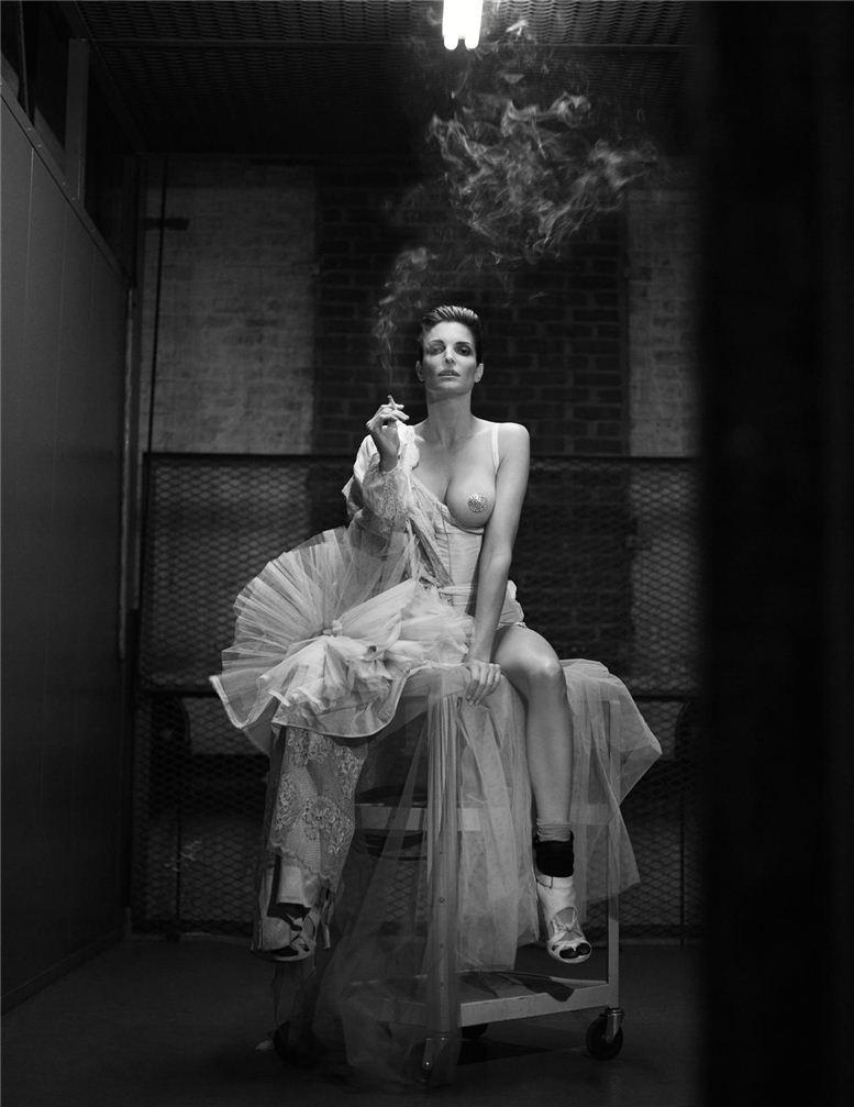 smoking Stephanie Seymour / Стефани Сеймур с сигаретой