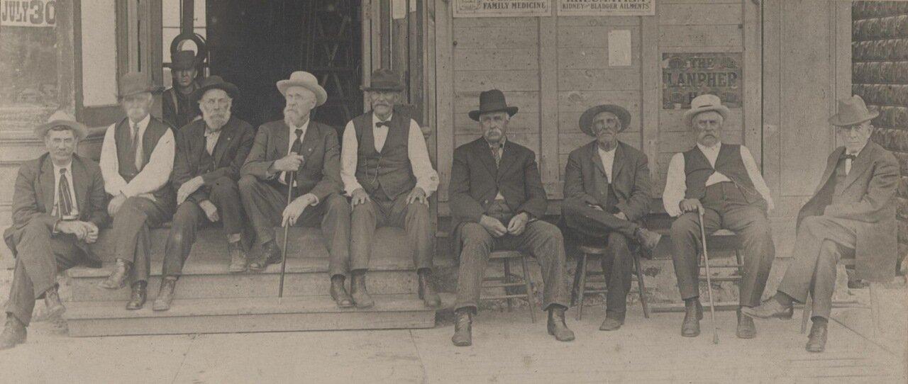 В.Д Паркер (слева), бывший президент RFSNS с группой, известной как Сенат, 1902 год