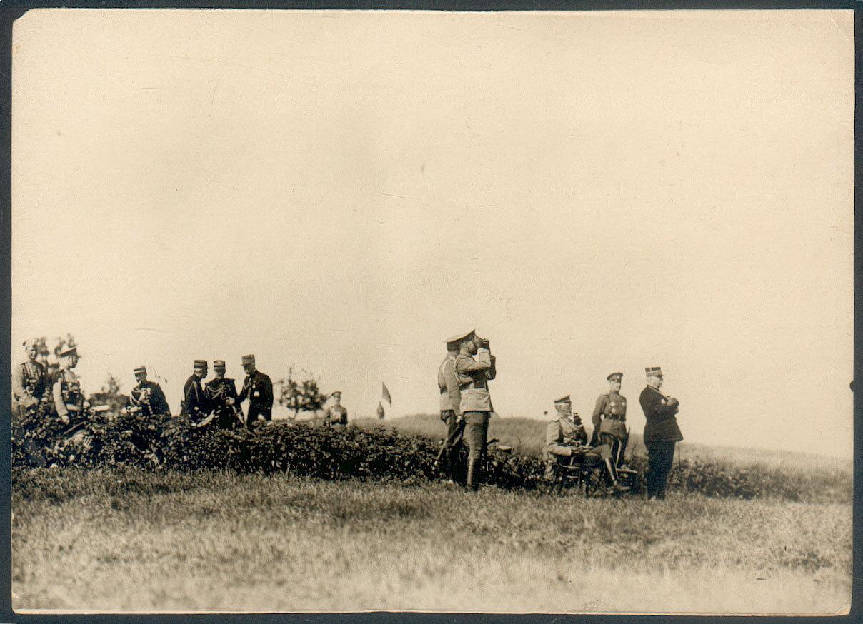 Император Николай II, Великий князь Николай Николаевич, премьер-министры России и Франции на манёврах в Красном Селе. 1902 год