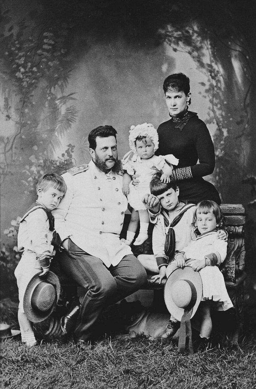 Великий князь Владимир Александрович и великая княгиня Мария Павловна  с детьми:Кириллом, Борисом, Андреем и Еленой. 1873 г.