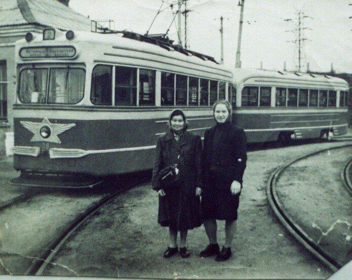 Конец 60-х годов. Конечные остановки на улице Чкалова и у Моторного завода
