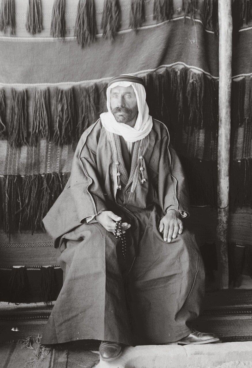 Султан Паша Аль Атраш, лидер друзов. Азрак, Трансиордания. 1926 г.